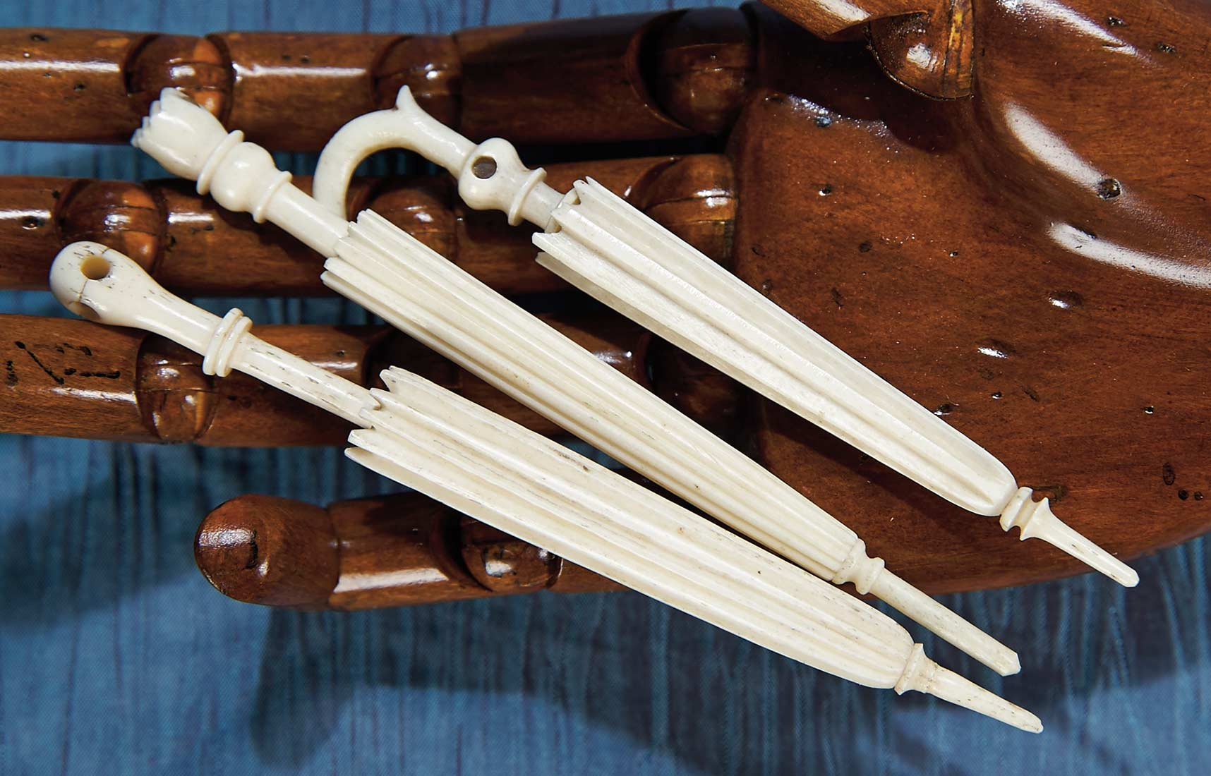 Antique Needlework Tools And Sewing 98 Three French Carved Bone Parasols As Needle Cases